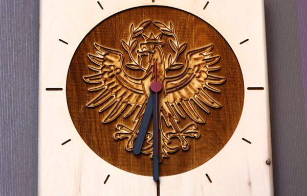 Zirben Wanduhr mit Adler