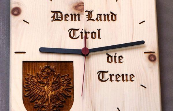 Zirben Wanduhr mit Schriftzug Tirol