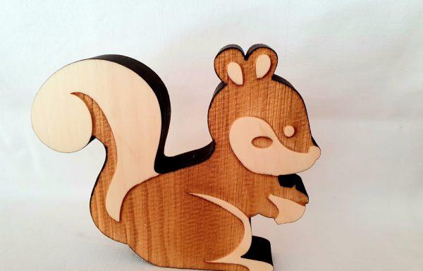 Eichhörnchen aus Zirbenholz