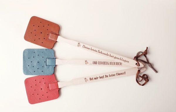 Fliegenklatsche aus Zirbenholz & Leder